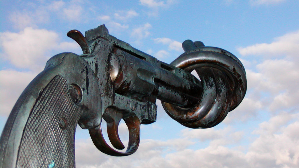 Non violence sculpture by carl fredrik reutersward malmo sweden CC-BY-2.5 Francois Polito