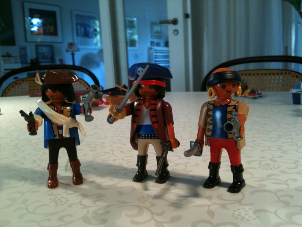 drei Playmobil Piratenspielfiguren